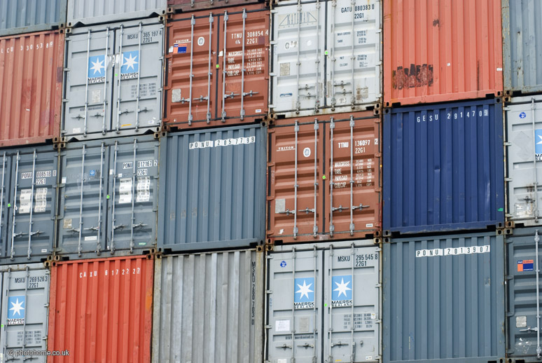 Shipping_containers_at_Clyde